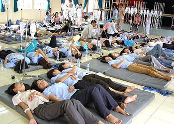 Gần chục người nhập viện sau khi dự tiệc